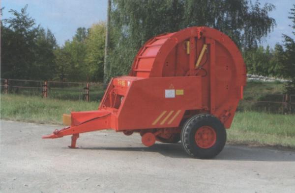 Тракторный пресс для сена